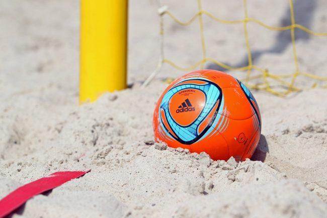 Мяч в пляжном футболе