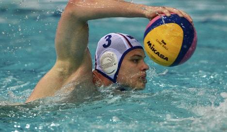 Спортсмены в водном поло