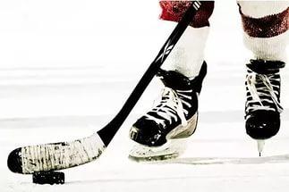Хоккей и клюшка