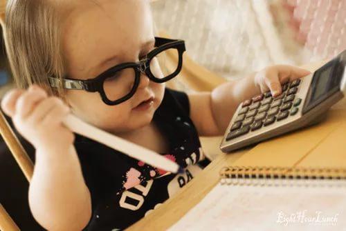 Девочка и калькулятор